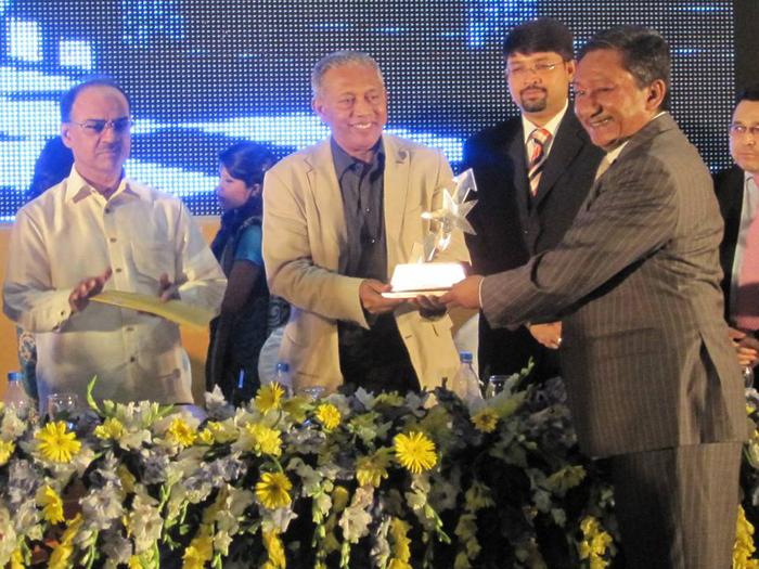 Shinepukur Ceramics receives 'Dun & Bradstreet (D&B) Corporate Award'